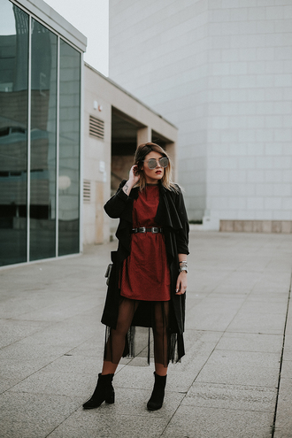 si las calles hablasen blogger dress sunglasses shoes coat belt red dress ankle boots trench coat spring outfits