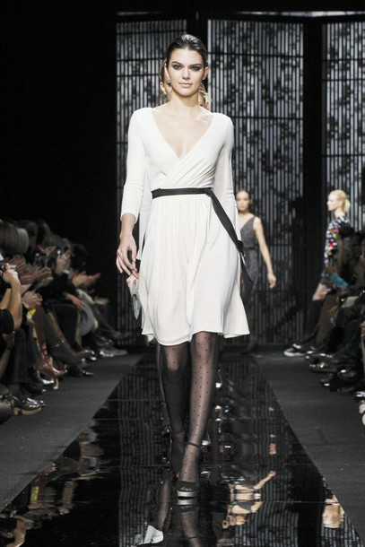 dress wrap dress kendall jenner fashion week 2015