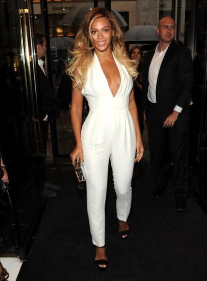 jewels beyoncé yonce white plunging jumpsuit halter neck plunging neckline flared legs jumpsuit chime for change beyoncé