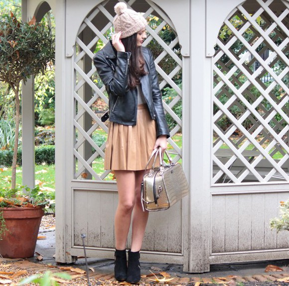 perfecto blogger peexo bag pom pom beanie pleated skirt