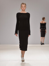 dress,knitwear,knitted sweater,black dress,midi dress,fashion week 2016,london fashion week 2016,runway,Apu Jan