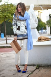 mi aventura con la moda,blogger,christmas sweater,light blue,pouch,white jeans,sweater,jeans,shoes,t-shirt,jewels,bag,cardigan