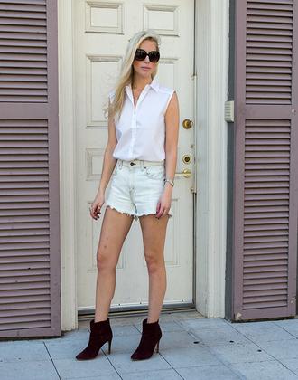 yael steren blogger white shirt sleeveless shirt ripped shorts black boots