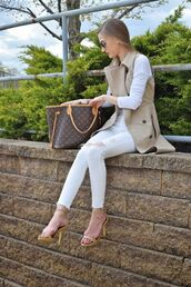 coat,sleeveless trench,ripped jeans,white cropped jeans,white jeans,white skinny jeans,white ripped jeans,cropped jeans,barely there heels,louis vuitton,louis vuitton bag,leather tote bag,aviator sunglasses