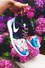 shoes,nike running shoes,nike,running shoes,floral,pink,navy,colorful,tennis shoes,bag,nike roshe run,roshe runs,nike roshes floral,black,color/pattern,blue,floral shoes,nike roshe run floral
