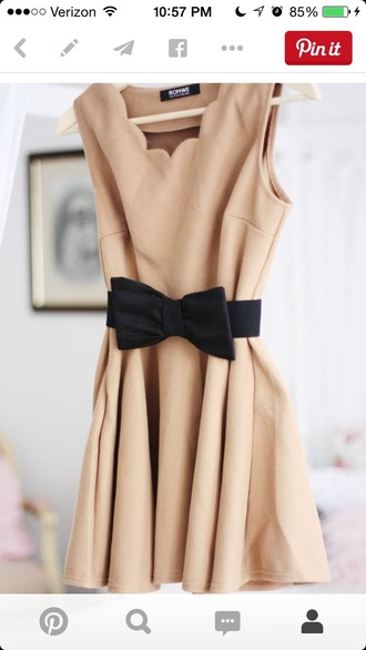 dress tan scalloped black bow