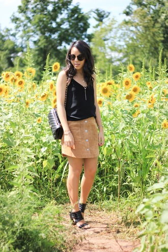 refined couture blogger tank top shoes bag sunglasses jewels black top shoulder bag mini skirt suede skirt button up round sunglasses button up skirt necklace black bag black sunglasses sandals black sandals summer outfits