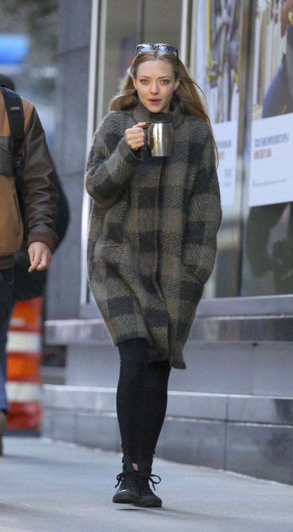 coat fall outfits amanda seyfried