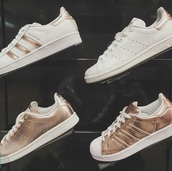 shoes,adidas,rose gold,white shoes,white,gold,sneakers,superstar,sporty