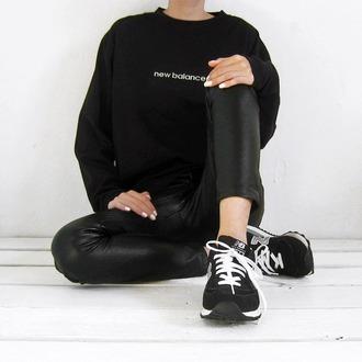 top tumblr black top long sleeves pants black pants black leather pants leather pants nike new balance nike sneakers nike shoes black sneakers low top sneakers sneakers all black everything