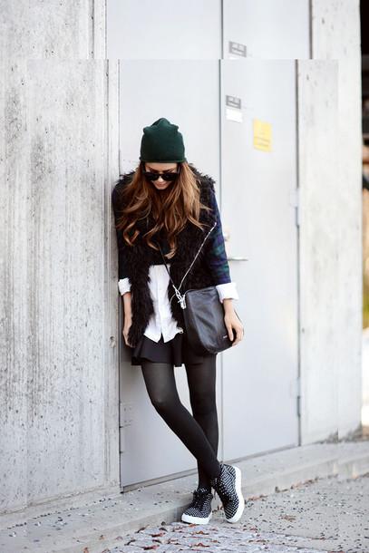 stylista blogger skirt faux fur vest black fur vest beanie hat black vest shirt white shirt tights opaque tights sneakers mini skirt black skirt