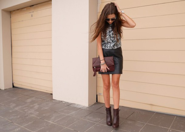 spin dizzy fall blogger top pouch leather skirt brown leather boots