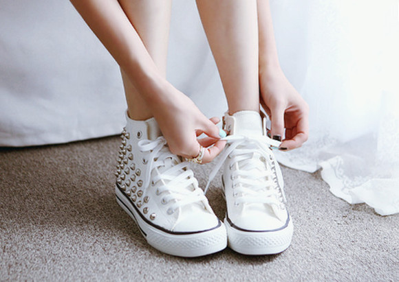 studs shoes sneakers studded shoes white shoes white sneakers gold studs gold studded shoes gold studded converse
