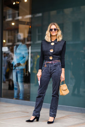 jeans,fashion week street style,fashion week 2016,fashion week,london fashion week 2016,black jeans,black top,top,long sleeves,pumps,high heel pumps,velvet shoes,bag,nude bag,sunglasses,fall outfits,streetstyle