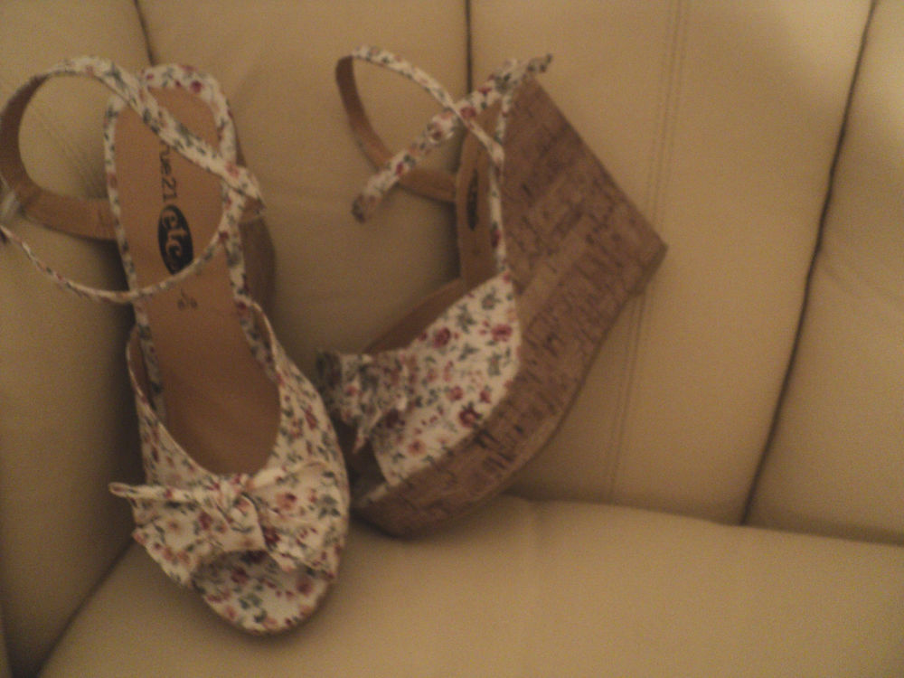 Rue 21 Flower Wedge Sandals L 8 9 Womens Florals Off White | eBay