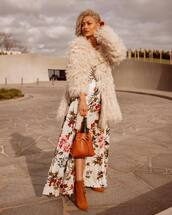 bag,bucket bag,leather bag,maxi dress,floral dress,beige fluffy coat,coat,high heels boots