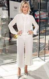 pants,blouse,julianne hough,white,all white everything,pumps,celebrities in white