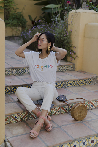 t-shirt tumblr white t-shirt necklace denim jeans white jeans sandals mid heel sandals earrings jewels jewelry bag round bag shoes sunglasses