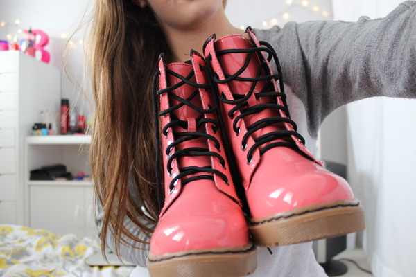 shoes boots pink black DrMartens