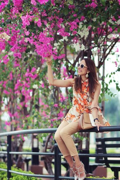 preppy fashionist blogger top floral skinny pants beige sunglasses jewels pants bag shoes