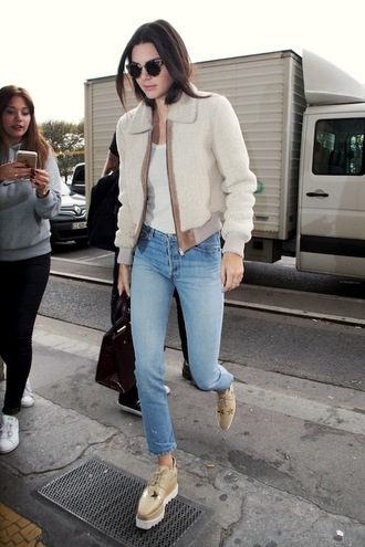 le fashion image blogger sunglasses jacket jeans white jacket white top skinny jeans kendall jenner kardashians white fur jacket furry bomber jacket