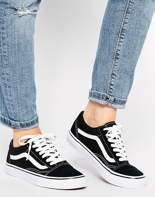 1bc06e93b92c3 Vans Old Skool Classic Trainers at asos.com