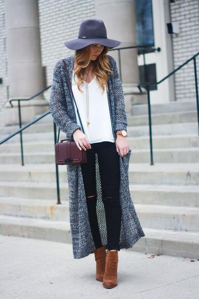 twenties girl style blogger cardigan tank top top shoes hat jewels bag felt hat long cardigan shoulder bag black jeans ankle boots brown boots