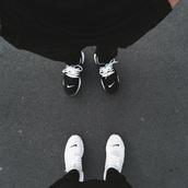 shoes,black nikes,white,black,laces,black and white shoes nike,nike running shoes,nike shoes,nike roshe run,nike sneakers,nike sneackers,white nikes,white shoes,black shoes,twins,twin-set,nike,running shoes,sneakers,nike black and white b&w black laces shoes,black and white,black and white shoes