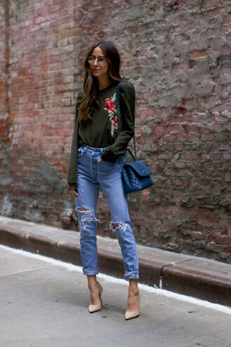 something navy blogger top jeans shoes bag sunglasses blue bag nude heels high heel pumps