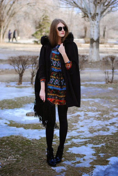 yuliasi blogger cape print fringed bag winter dress winter outfits