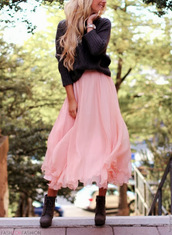skirt,sweater,boots,long skirt,maxi skirt,chunky sweater,shoes,maxi,pink,jumper,pink skirt,grey sweater,watch,frilly,ruffle,blonde hair,romantic,outfit