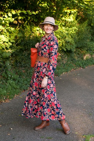 not dressed as lamb - over 40 fashion blog blogger dress shoes belt bag hat jewels fall outfits boots tote bag maxi dress