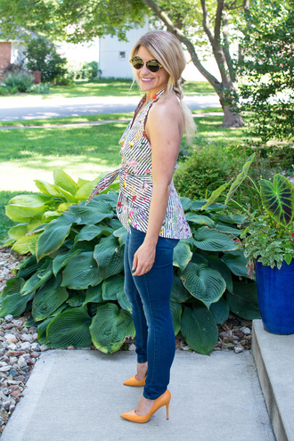 lestylorouge blogger top jeans shoes sunglasses orange shoes pumps fall outfits