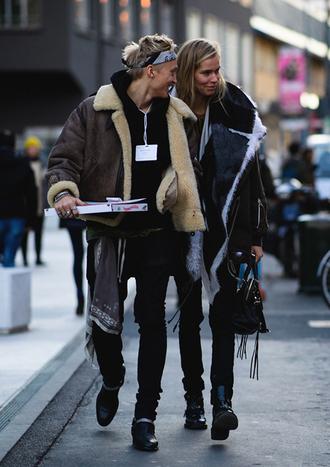jacket tumblr fashion week 2017 streetstyle boyfriend shearling jacket brown shearling jacket menswear mens jacket mens jeans mens hoodie denim black jeans bag black bag