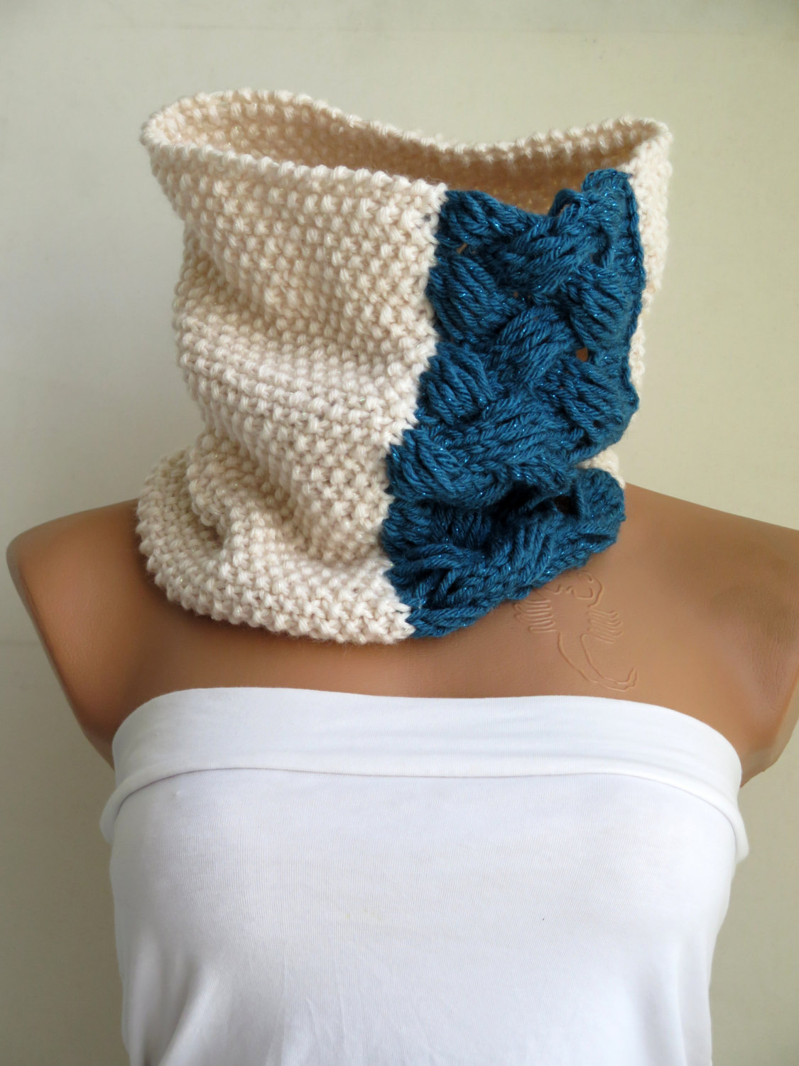 Chunky cowl, scarflette, neckwarmer, cream royal blue infinity scarf knitted chunky scarf, woman accessory, gift for her, cozy cowl