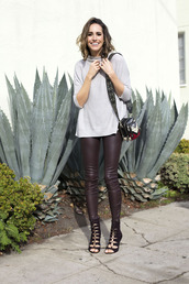 louise roe,blogger,leggings,shoes,jewels,leather pants,burgundy,grey top,mini bag,black heels