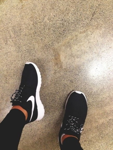 sneakers nike running shoes nikepro nikeair shoes size5 nike nike roshe run run palest purple white black sportswear nike roshe run black and white fashion sportive nike roshe black asap