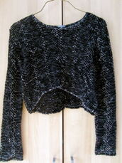 sweater,cropped sweater,long sleeves,black and white,knitwear,hi lo gem,layers,bohemian,chic,indie,edgy,punk,nerd,weird,geek,cut-out,bell sleeves,cardigan,winter sweater,crop tops,vintage pullover,fall outfits,fall sweater
