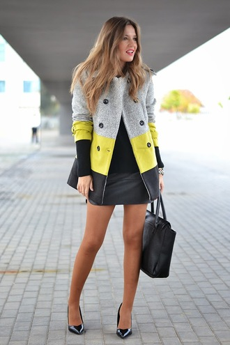 mi aventura con la moda blogger bag t-shirt jewels make-up coat lime grey coat colorblock leather skirt