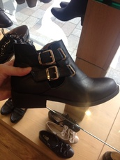 shoes,black cut out boots,gold buckles,ankle boots,black,booties black,cute