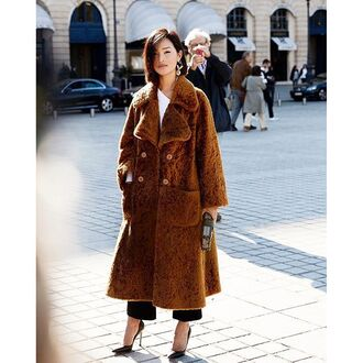 coat tumblr streetstyle brown coat fuzzy coat pumps pointed toe pumps high heel pumps black heels winter outfits winter coat winter look faux fur coat camel fluffy coat garypepper blogger top jewels bag skirt belt sunglasses dress shoes jacket pants