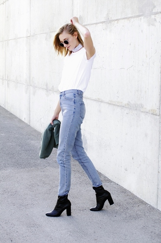 katiquette blogger jeans shirt sweater shoes sunglasses block heels white t-shirt t-shirt top blue jeans black boots high heels boots round sunglasses