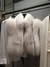 jacket,white,cream,cream coat,white coat,fur,faux fur,fur collar,white fur,fur sleeves,vest,fur vest,coat,white fur coat luxury beautitiful