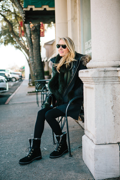 krystal schlegel blogger sunglasses leggings winter boots winter coat