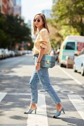 jeans,top,mules,yellow top,bag,blue bag,blue shoes