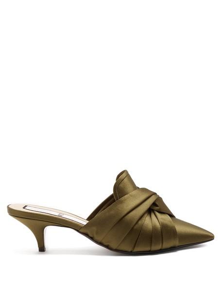 No. 21 mules satin khaki shoes