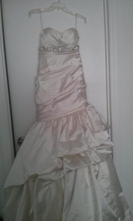 Kenneth Pool romantic Size 8 | Wedding Dresses