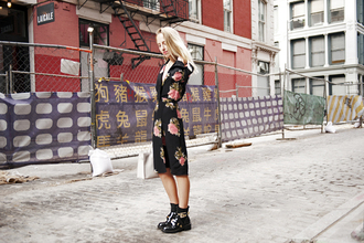 blogger bag alice point roses floral dress ankle boots