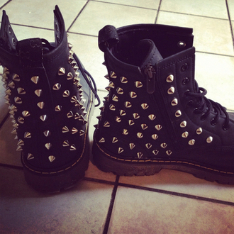shoes hipster pyramid studs biker boots gorgeous boots spiked shoes clothes combat boots studded shoes black goth grunge fashion celebrity studs black boots spikes rivet shoes comfy boots black studs grunge silver biker black ankle boots