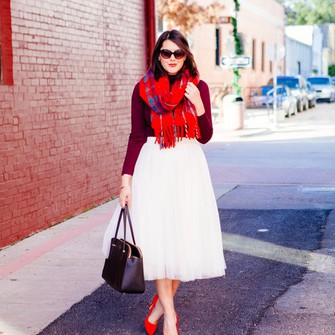 jewels scarf sunglasses handbag blogger tulle skirt kendi everyday red heels white skirt scarf red